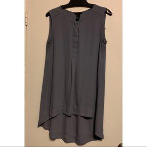 🌻3/ $25 - H&M Sleeveless High Low Blouse